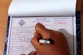 Công ty chuyển phát trả hộ thuế nhập khẩu, lập hóa đơn thế nào?
